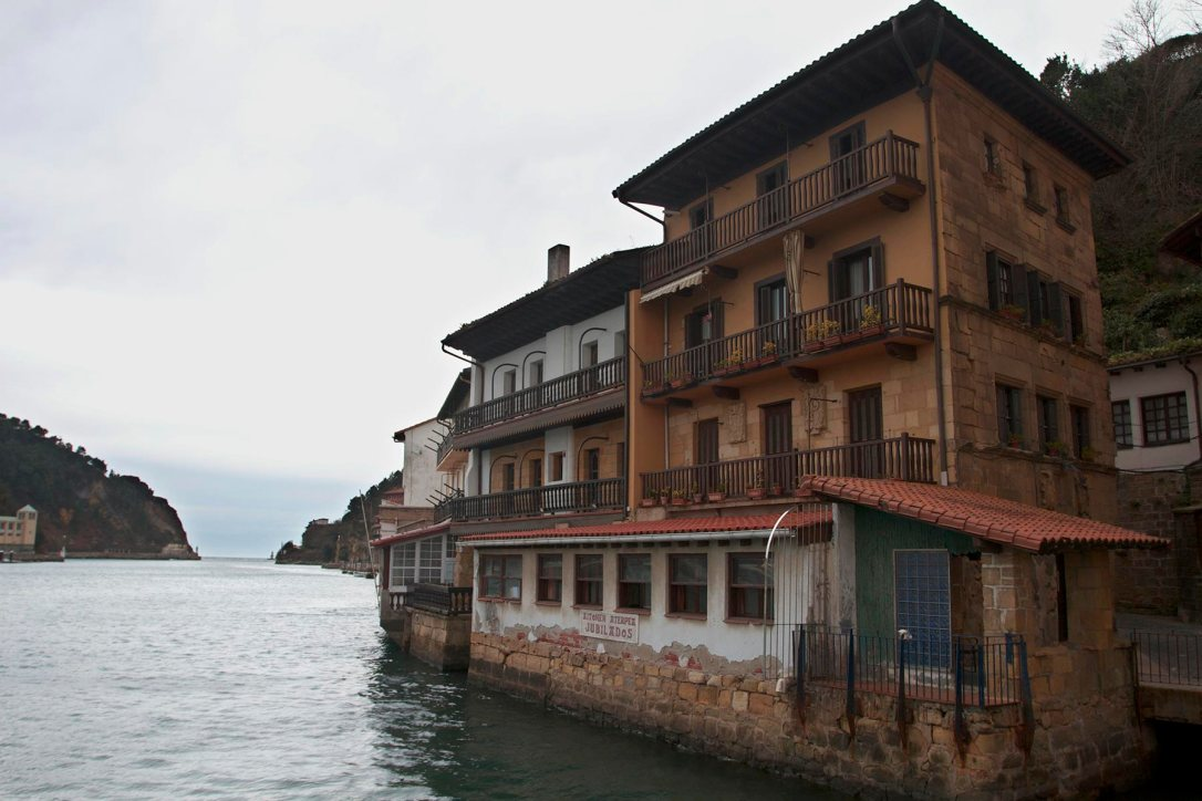 """La casa en la que vivió Victor Hugo en Pasajes de San Juan """"Estoy en un ancho balcón que da sobre el mar"""""""